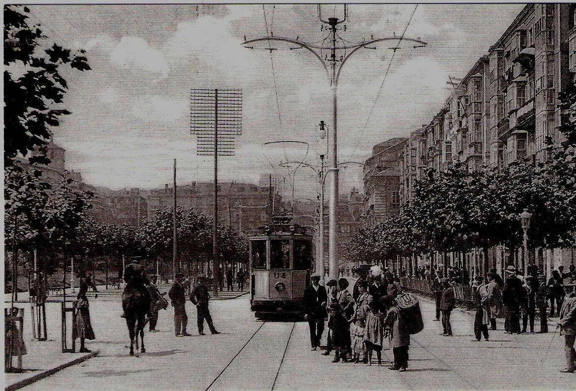 Tranvia linea U-4 en el Bpoulevard de Santander