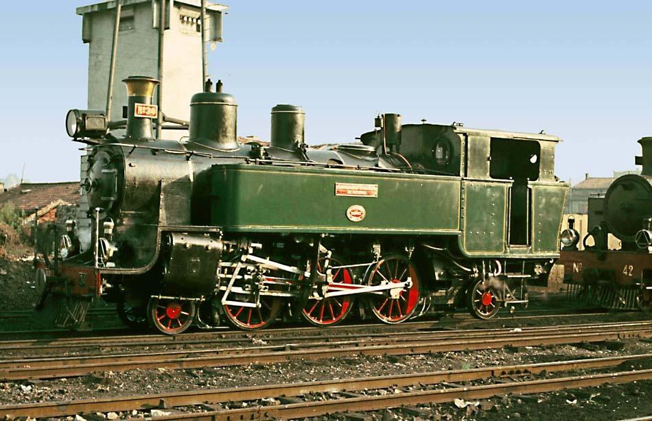 Locomotora Krauss 131T , nº 34, en el deposito de Oviedo Octubre de 1960 Foto : © John Carter