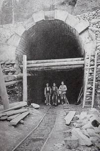 Via de servicio de entrada en el túnel de Viella