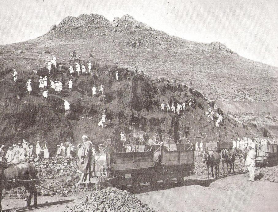 Transporte de mineral en las minas del Monte Uixan