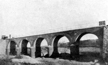 Reconstruccion del puente sobre el Rio Corp , mediante arcos de