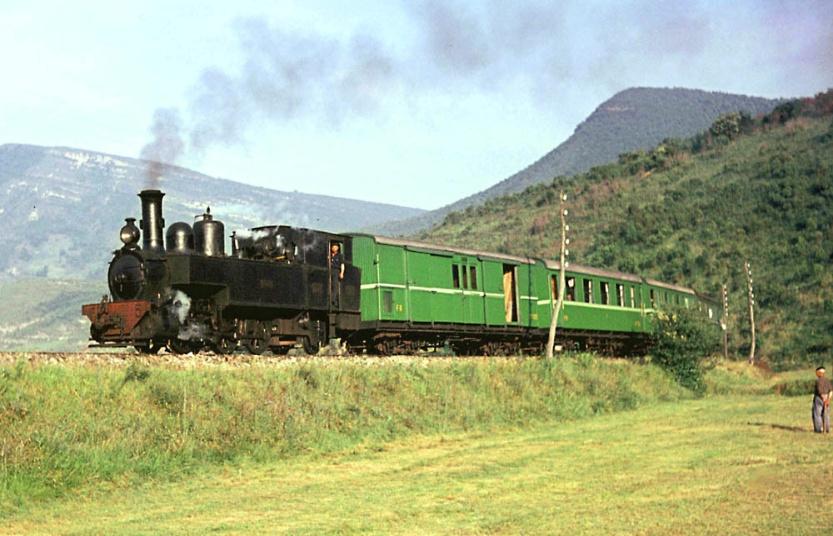 """Tren correo con la nº 5 """"Vizcaya"""""""