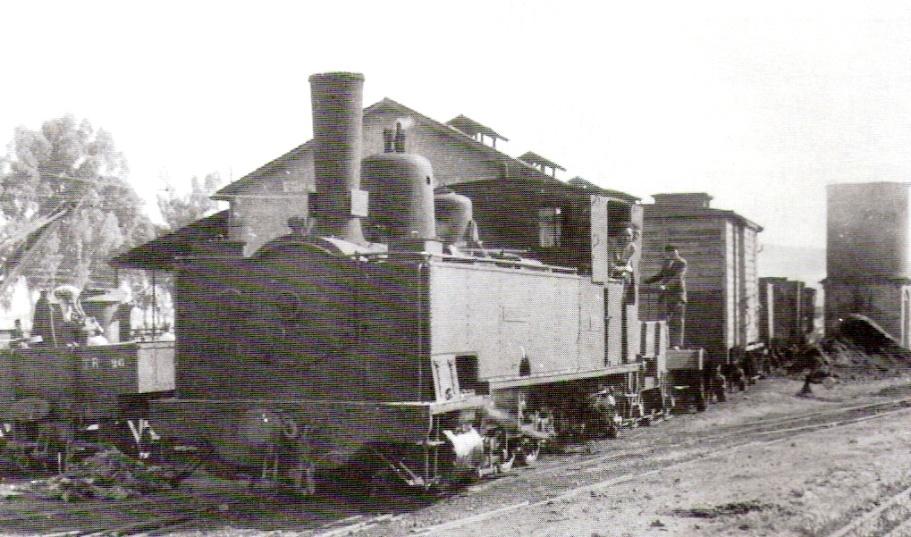"""Locomotora """"Pozoblanco , nº 13 en Camas, abril de 1956, foto: Trevor"""