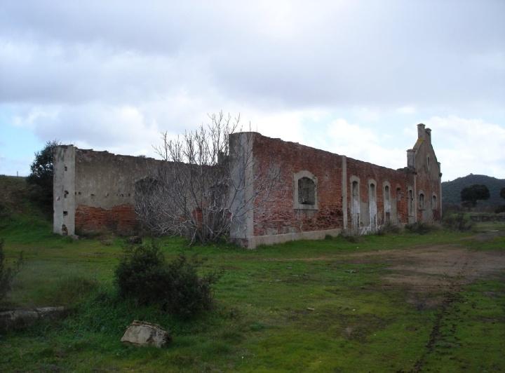 Restos de las cocheras de castillo de las Guardas, Foto: Javier Cerezo