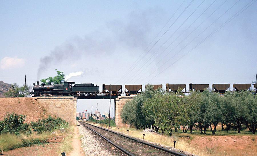 Cruce de un ascendente con el Central de Aragon, en Sagunto,