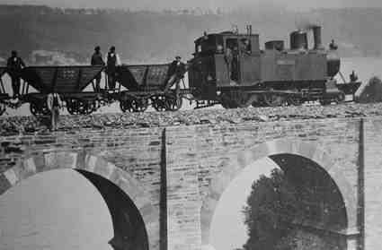 Tren en el viaducto de Rego da Viña,