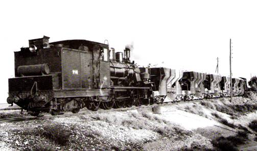 Tren de tolvas arratrado por la locomotora