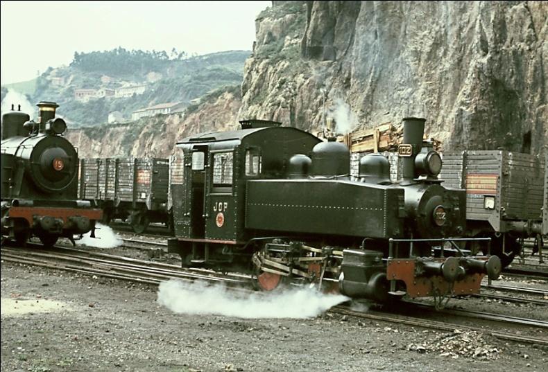 """Locomotora """"Vulcan"""" nº 39 , maniobrando en el puerto de Gijón"""