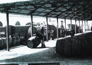 carga de pipas de vino en la estación de Jerez