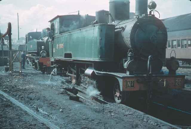 Económicos de Asturias- Locomotora nº 20 Krauss 130T- Estación de Oviedo, octubre de 1957 Foro Charles F. Firminger © 30937.co.uk