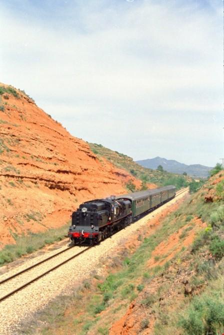 Locomotora Garrat, frente a un tren especial en Caudiel, Foto Xavier Jimenez
