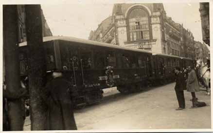 Coches del Urola, en la calle Prim de San Sebastian , año 1926,