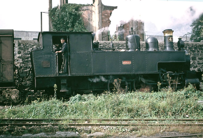 Locomotora nº 4 , maniobrando en las cercanis de la estacion de