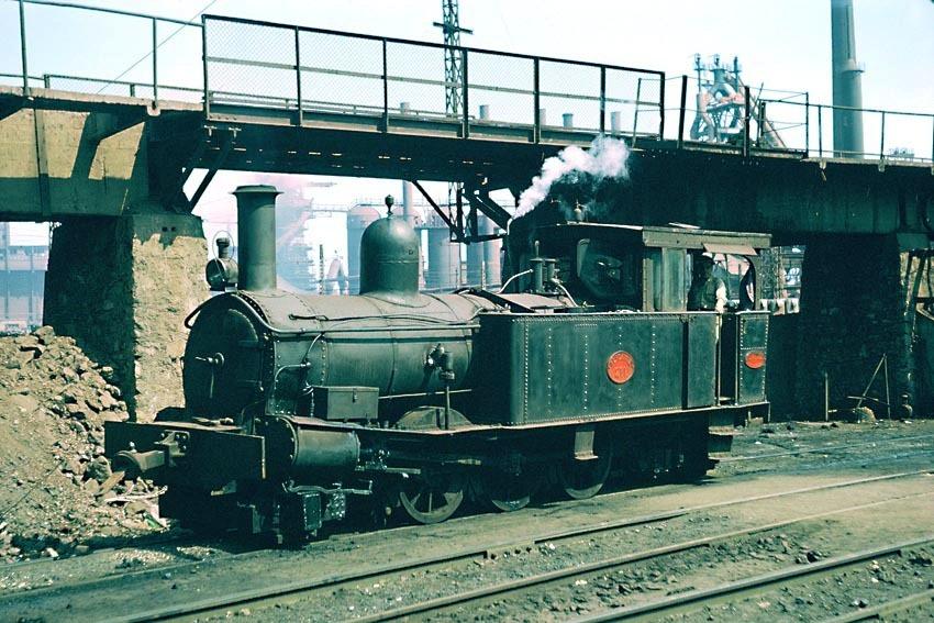 """Locomotora 211 """"Remanes"""" en la factoria de Sagunto,"""