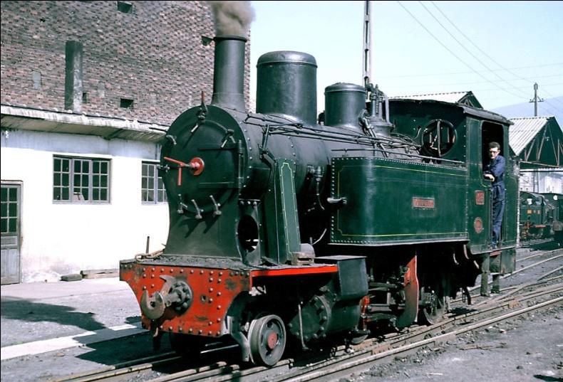 Locomotora nº 13 , Krauss , rosaje 130T, en Mieres, año 1964