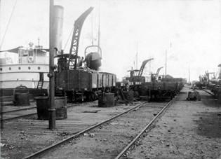 Puerto de Huelva, traccion de vagones en el Muelle Norte