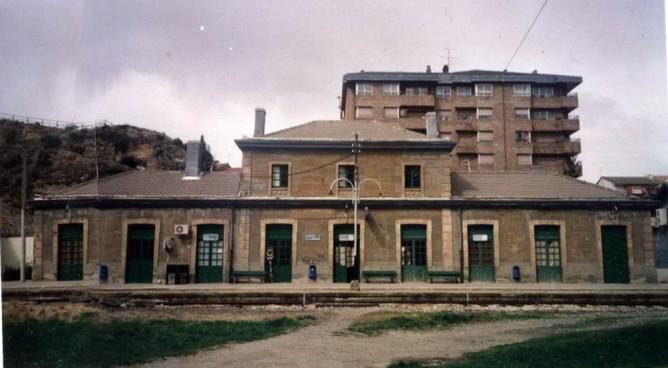 Estacion de Ayerbe, foto Juan Manero