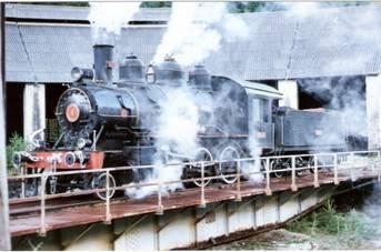 Locomotora Aragon en la placa de Canfranc