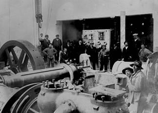 Maquinas de la central de Gergal, fondo : familia Paniagua