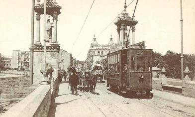Tranvia de Valencia, en el puente del Mar, postal comercial