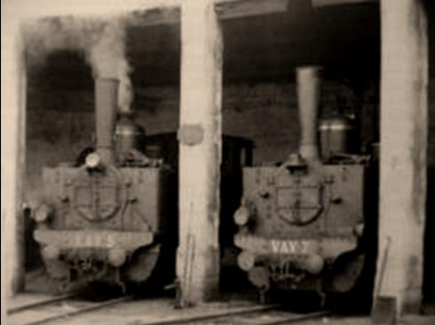 Locomotoras nºs 5 y 7 , en el deposito de Villena,