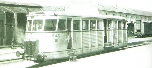 Automotor nº 18 en la estacion de Villena,