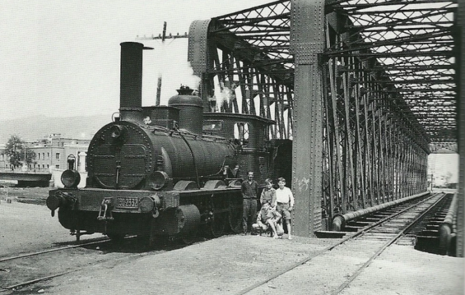 puente en paralelo de la via ancha y de la via estrecha de Coin a Fuengirila , cruza en Guadalmedina , 20.04.1961. Foto Jeremy Wiseman